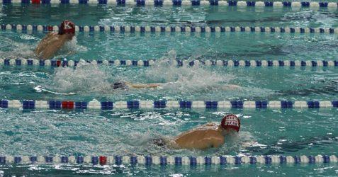 swimming-94134_640