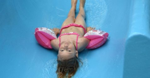 swimming-pool-391702_1280